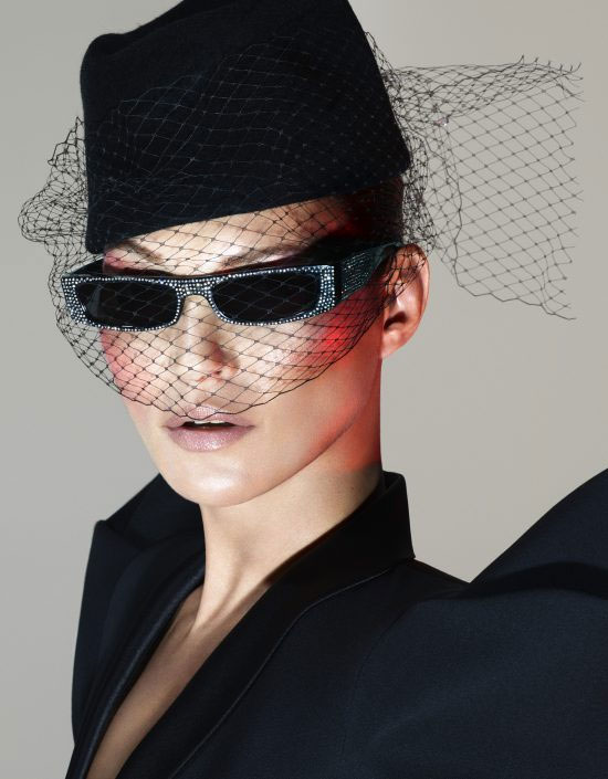 Новинки были запечатлены гениальными фотографами Мертом и Маркусом (Mert    Marcus) на британской иконе моды Кейт Мосс (Kate Moss). f4cdfd39532